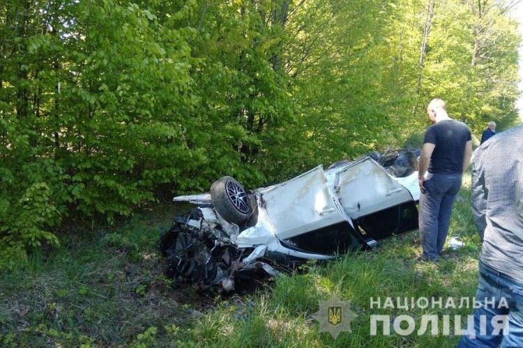 Автомобіль на швидкості вилетів з траси: загинула 10-річна дівчинка