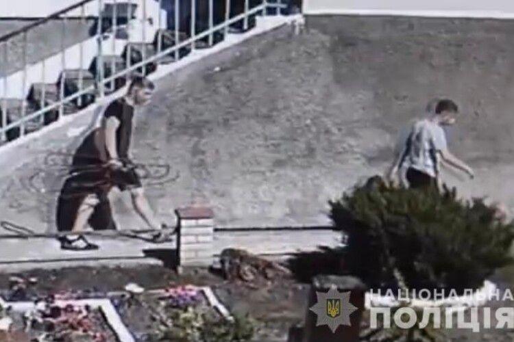 У Жмеринці двійко недоростків зрізали з лікарні й продали мідну трубу, по якій до апаратів ШВЛ надходив кисень хворим у палати (Фото)