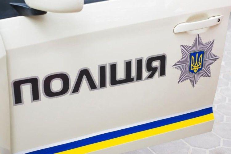 На Одещині невідомі прикріпили бойову гранату до воріт приватного будинку