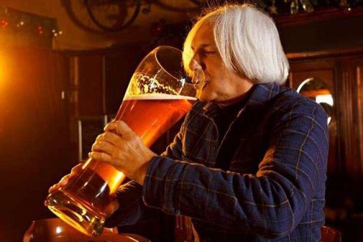 Названо націю, яка найчастіше у світі напивається
