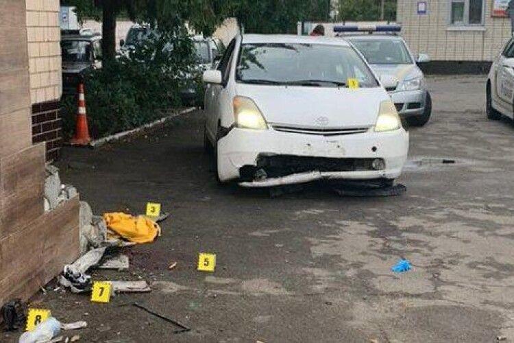 На території військового коледжу нетверезий водій збив трьох курсанток