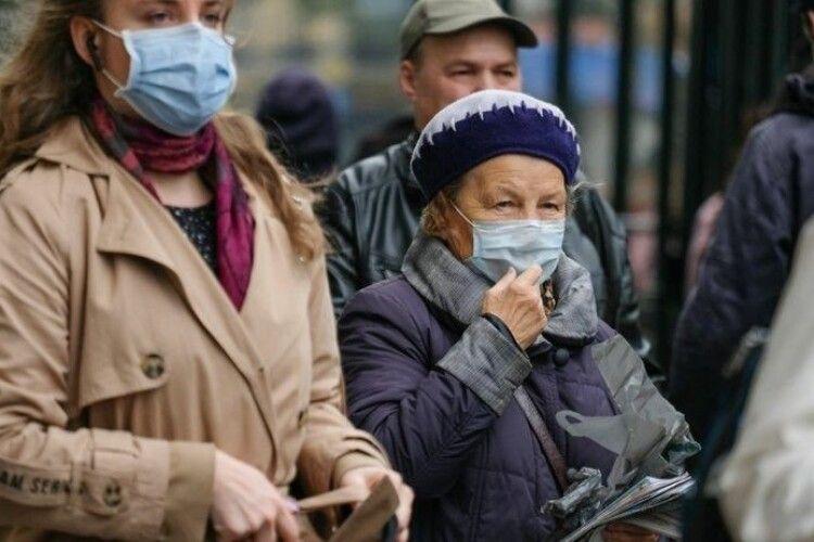 «Найголовніше – всім вижити»: медик розповіла, коли буде перемога над коронавірусом