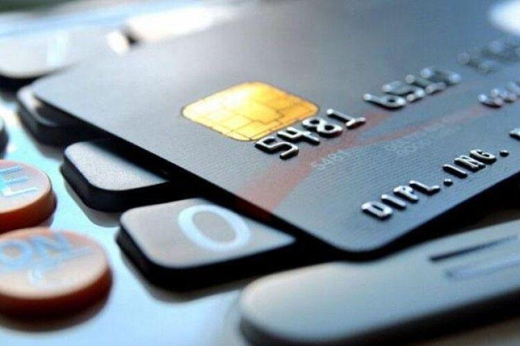 Українцям можуть закрити банківський рахунок без їхнього відома: як і чому
