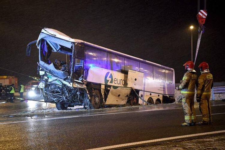 «На тому ж місці, у той же час»: у Польщі знов потрапив в аварію наш автобус
