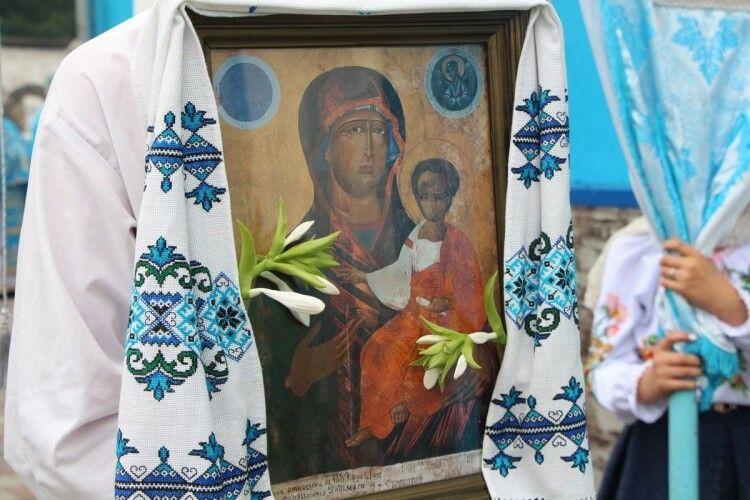 Митрополит Луцький і Волинський Михаїл вклонився Тростянецькій чудотворній іконі Богоматері «Одигітрія» (Фото)