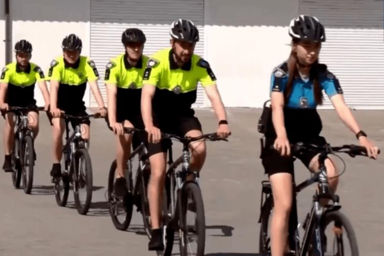 Рівненські поліцейські в шортах і на велосипедах патрулюватимуть місто (Відео)