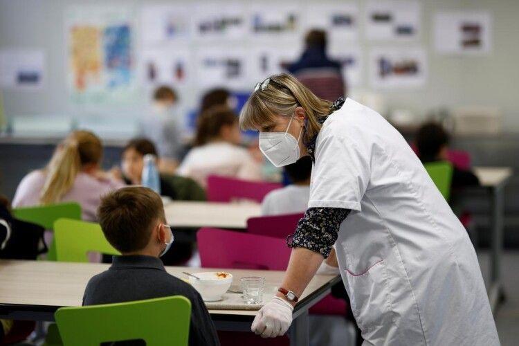 Мільйон за щеплення: в Україні пообіцяли нагородити навчальний заклад зі 100% вакцинованих працівників