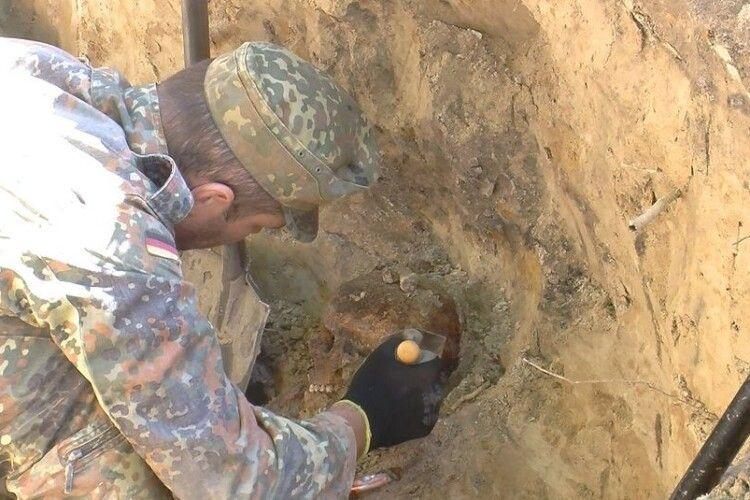Ківерчанин відкопав на власному подвір'ї рештки 30 військових