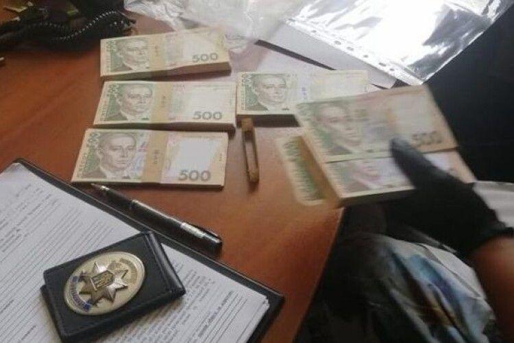 Проректора впіймали у той момент, коли брав на лапу майже чверть мільйона гривень