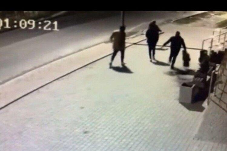 Мешканець Володимира, який нашкодив супермаркету, після оприлюднення відео з вуличних камер вибачився
