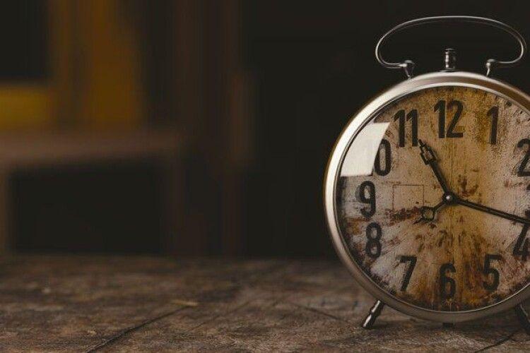 В Україні хочуть встановити єдиний київський час. Говорять про протидію Росії