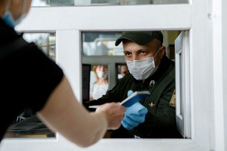 Пропуск іноземців в Україну відновлено