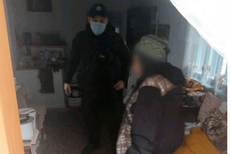 На Рівненщині бабуся звернулася до поліцейських, бо не було кому привезти продукти
