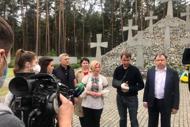 Не можна забувати минуле, бо розворот від демократії до терору може бути швидким – депутати «Європейської Солідарності» вшанували пам'ять жертв політичних репресій