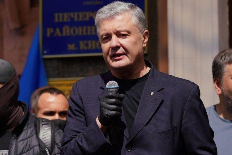 Порошенко під судом: влада паралізована від страху і хоче обмежити участь української опозиції у виборах