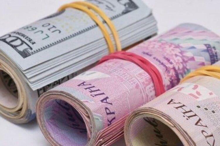 В українців поменшало паперових грошей