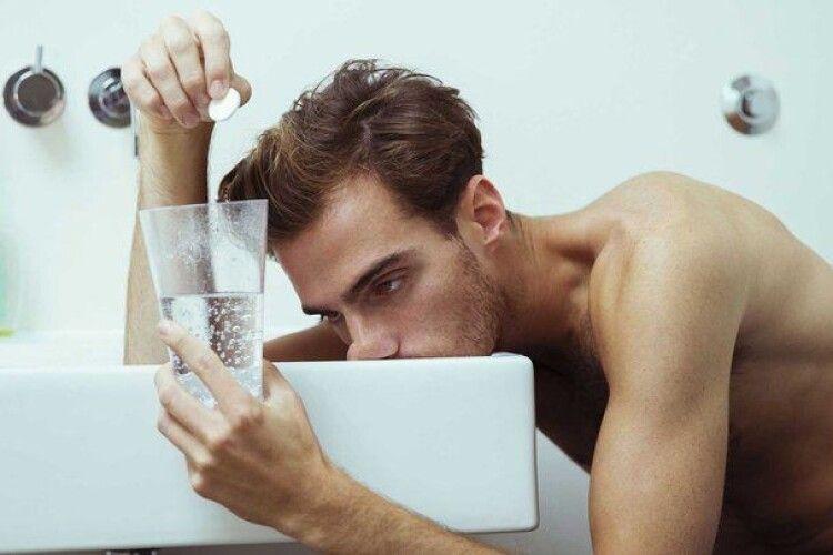 Доказово про похмілля: що насправді відбувається з організмом і як зменшити його прояви