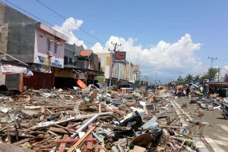 Кількість жертв цунамі в Індонезії зросла до 373 осіб