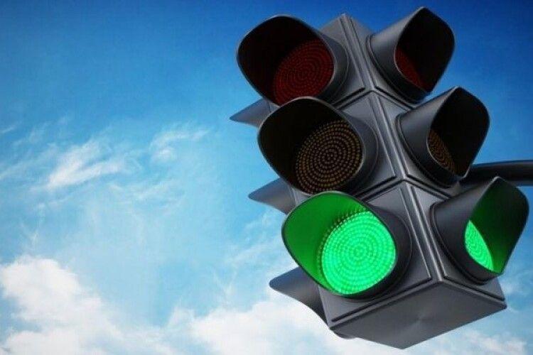 Лучани скаржаться на світлофори, які «не так моргають» на перехресті проспекту Відродження та вулиці Рівненської