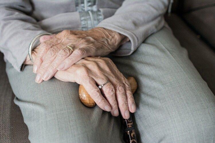 У Рівному в пенсіонерки відібрали землю, квартиру і житловий будинок