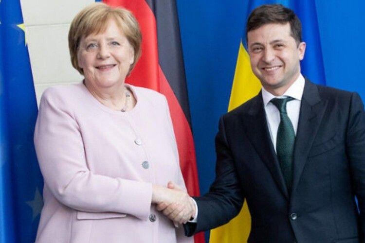 Меркель підтримала продовження транзиту російського газу територією України