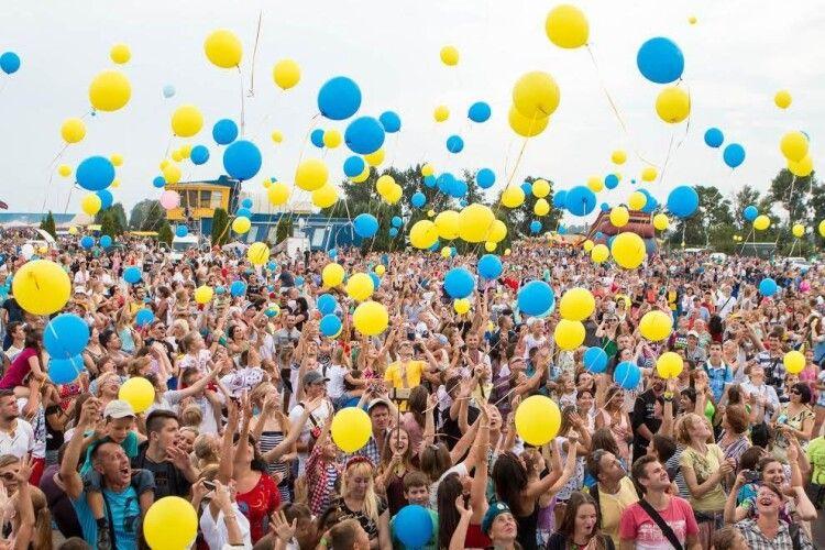 Повідомили, скільки українців пишаються своїм громадянством
