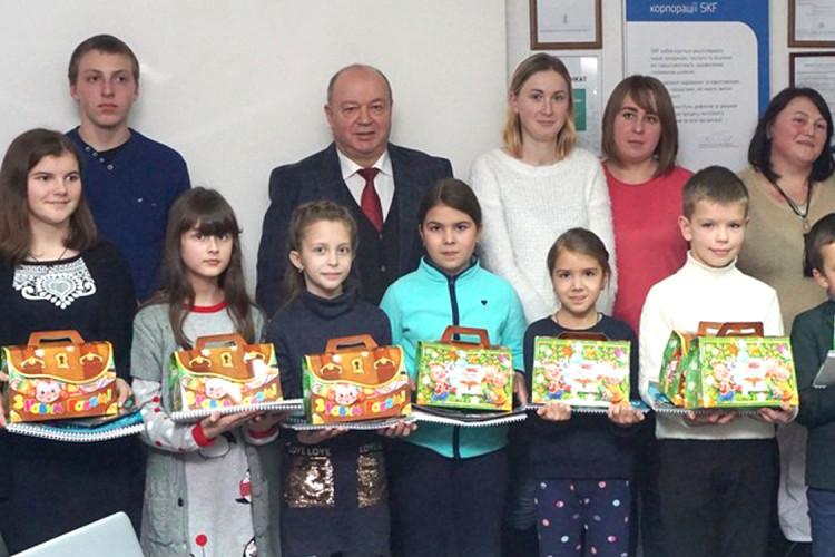 Ви знаєте, де в Луцьку працюють помічники святого Миколая? На «СКФ Україна»! (Фото)