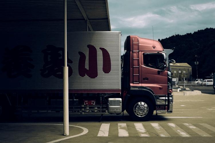 У Луцьку обікрали вантажівку: зник телефон та документи водія