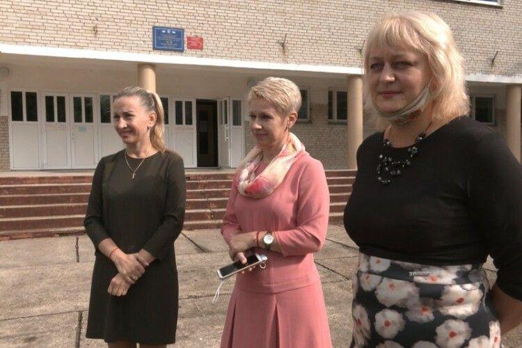 Луцькі педагоги привітали колег з професійним святом танцем (Відео)