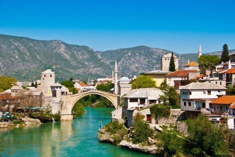 У Боснії після послаблення карантину стався різкий сплеск захворюваності на COVID-19