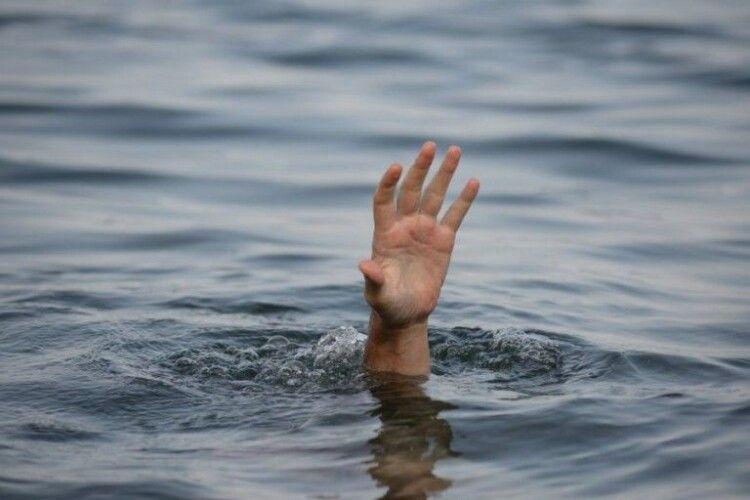 Потонув 10-річний хлопчик, який шукав у річці свої капці (Відео)
