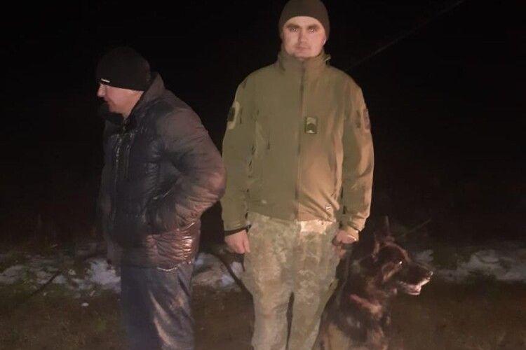 На Волині службовий собака прикордонників допоміг знайти заблукалого чоловіка