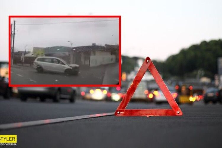 Авто знесло магазинчик з жінкою і зробило сальто в повітрі: відео аварії