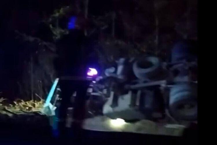 На Волині перекинулася вантажівка (Відео)