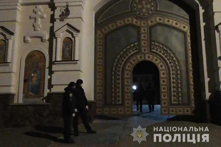Поліція відкрила п'ять справ про порушення карантину в храмах УПЦ МП на Великдень