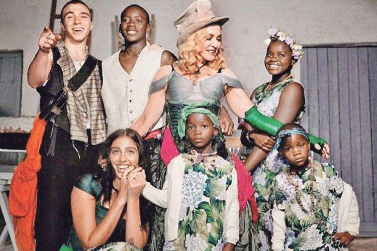 «Бабусі» Мадонні – уже 60!  А запалює, як молода! (Відео)