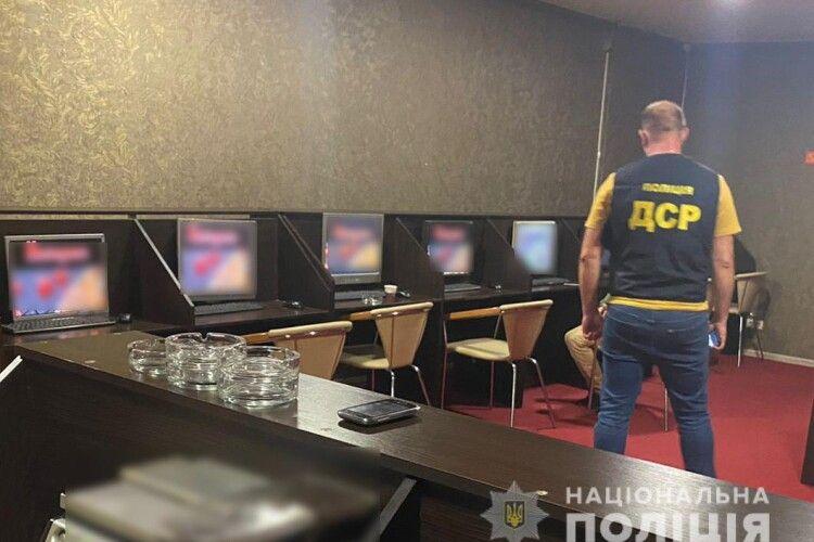 У центрі Луцька «прикрили» підпільне казино (Фото)