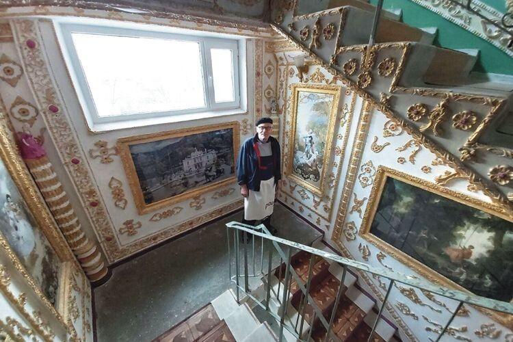 А ви знали, що в під'їзді київської багатоповерхівки є «Версаль»?