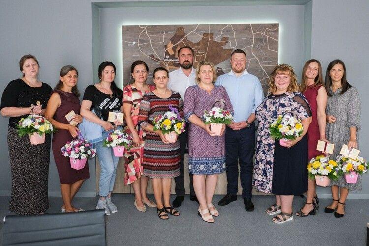 Вісім жінок з нововолинської громади отримали звання мати-героїня