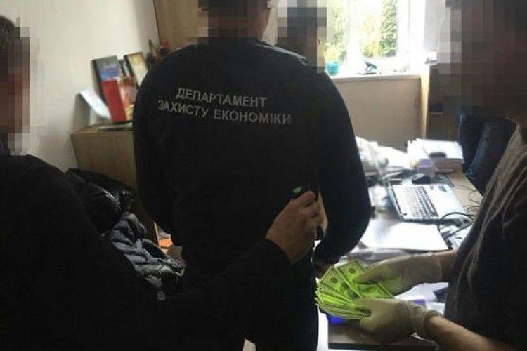 На Львівщині злапали заступника міського голови – вимагав від «валютчика» тисячу «баксів»