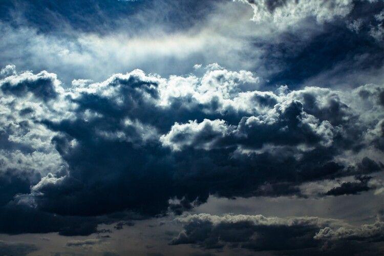 В Україні на завтра оголосили штормове попередження