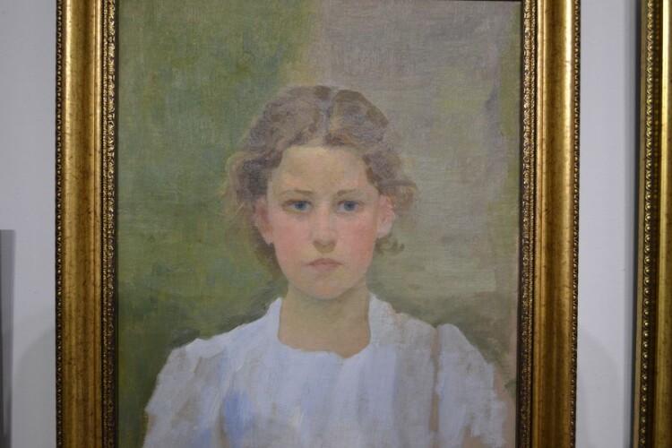 Портрет доньки Олени в білій блузі. Початок 1910-х.