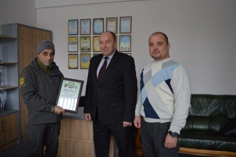 Волонтери відзначили подякою волинських лісівників
