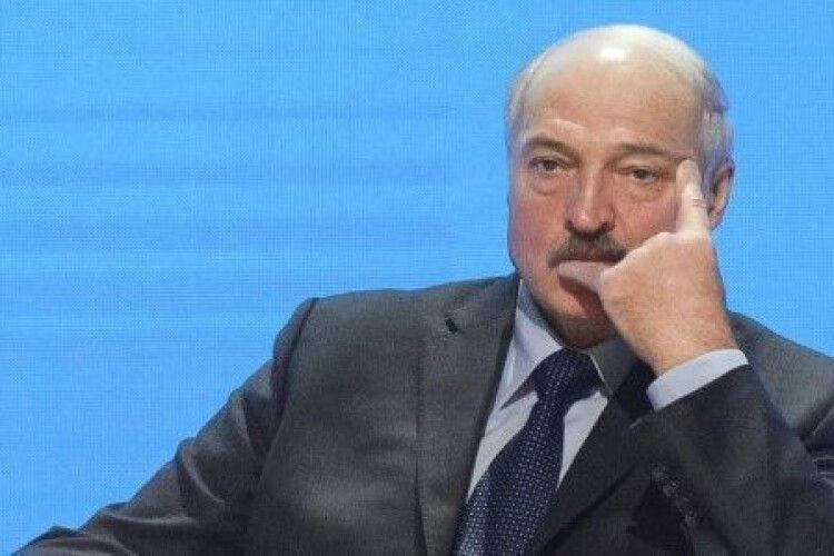 Лукашенко: «Коронавірус? Усі на суботник!»