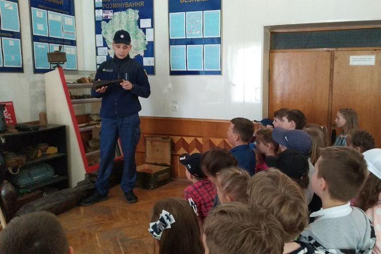 Луцькі школярі завітали на виставку пожежно-рятувальної служби
