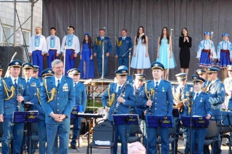 Артисти Центру військово-музичного мистецтва Повітряних сил Збройних Сил України виступили в Рожищі