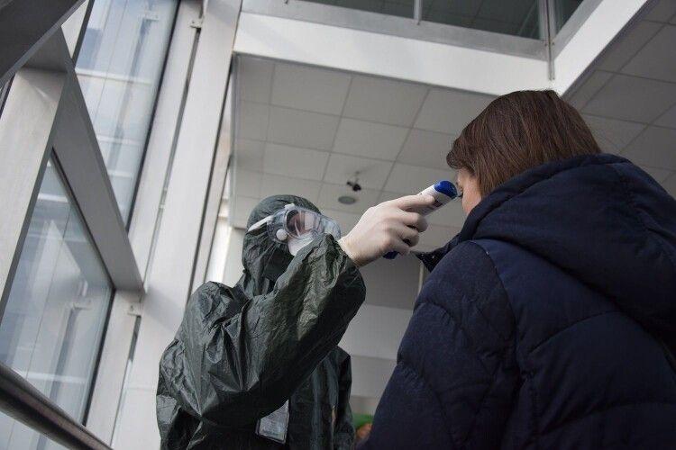 Жоден з півтисячі евакуйованих пасажирів з Німеччини, Італії та Казахстану не мав симптомів коронавірусу