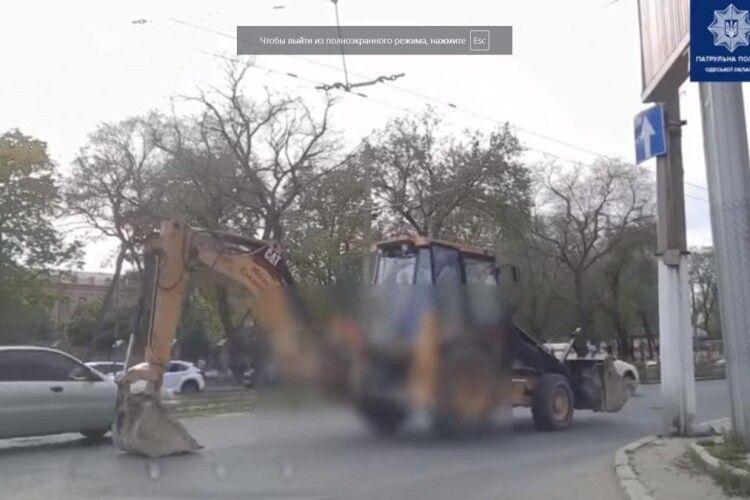 Відштовхувався від асфальту: оштрафували тракториста, який їхав за допомогою ковшу (Відео моменту)