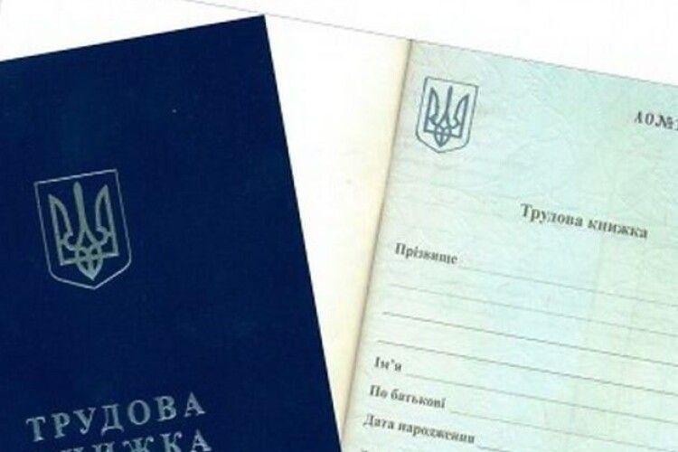 Скільки людей в Україні працюють без трудової книжки і в яких галузях найбільше