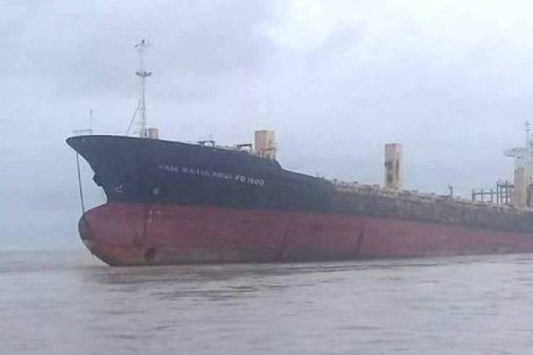 Біля М'янми з'явився гігантський корабель-привид